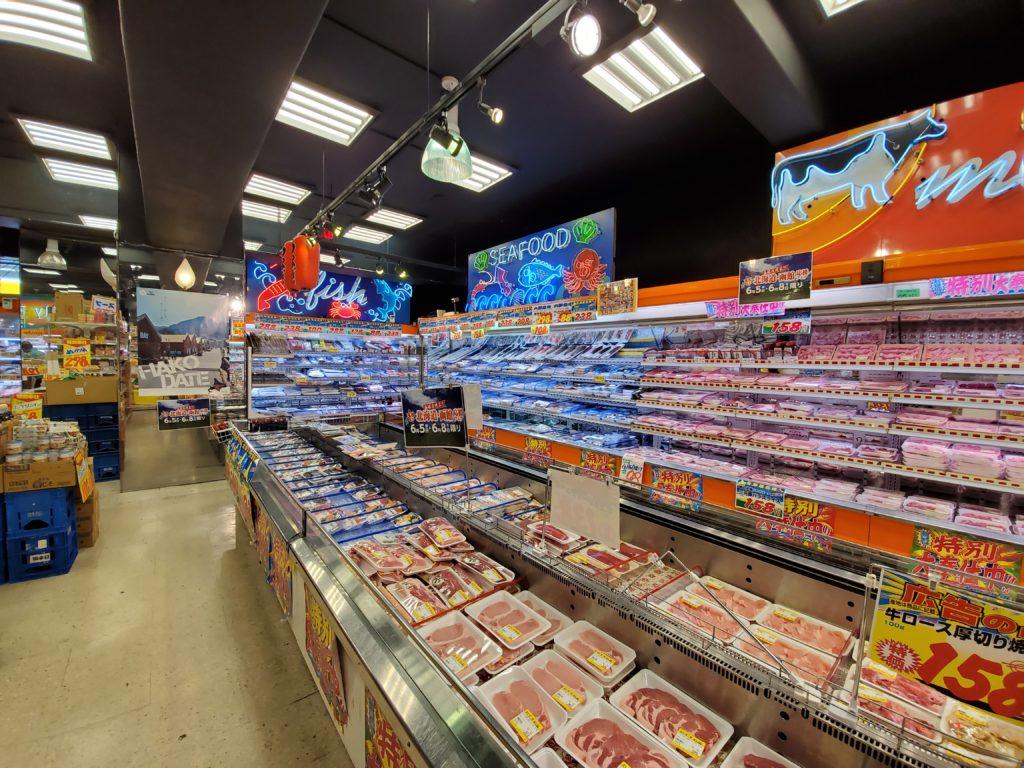 スーパー玉出の食品コーナー